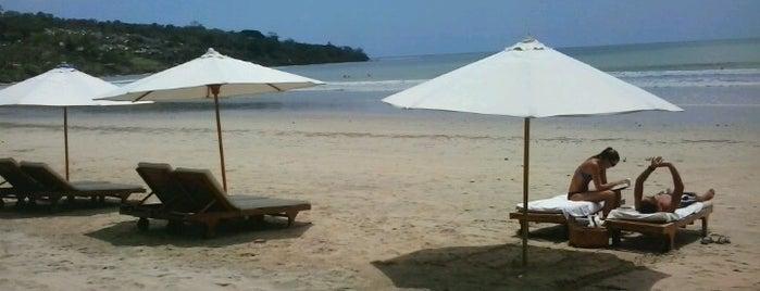 Jimbaran Beach (Pantai Kedonganan) is one of rest.