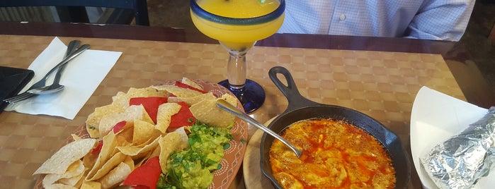 Luna Y Sol Mexican Grill is one of สถานที่ที่บันทึกไว้ของ Alejandro.