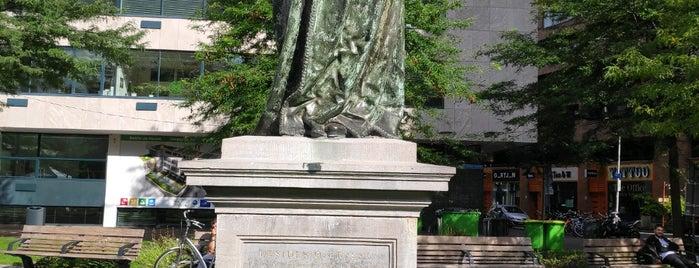 Standbeeld Erasmus (Hendrick de Keyser) is one of Erasmus van Rotterdam 🇳🇬.