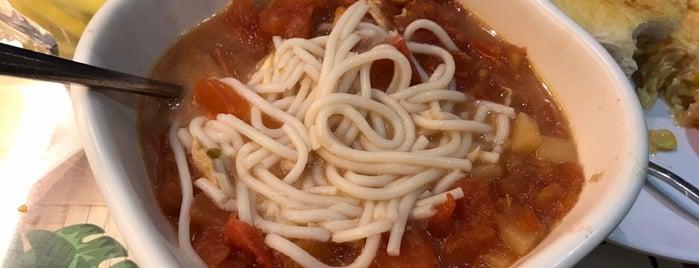Kowloon Restaurant 九龍餐室 is one of Posti che sono piaciuti a Aubrey.