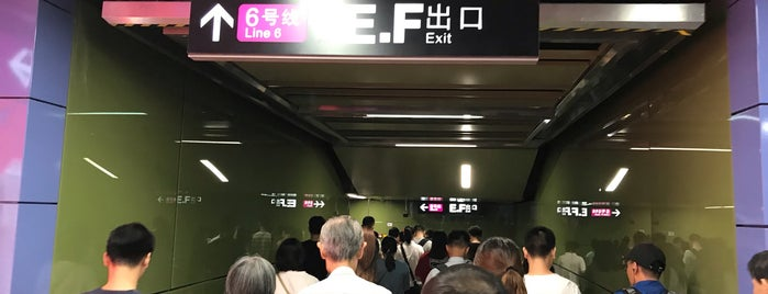 Haizhu Square Metro Station is one of Lugares favoritos de Shank.