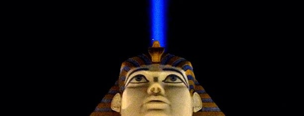 Luxor Hotel & Casino is one of Orte, die J. gefallen.