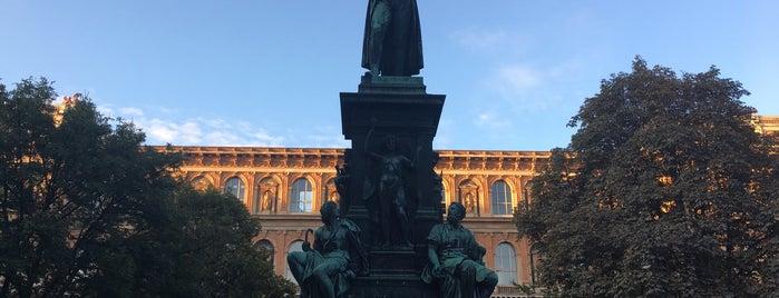 Schillerplatz is one of Locais curtidos por Raphael.