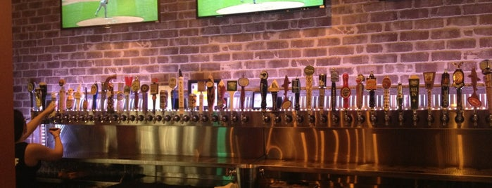 Beerhead Bar & Eatery is one of Lugares favoritos de Tiona.