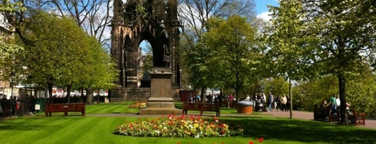 West Princes Street Gardens is one of Edinburgh to do.