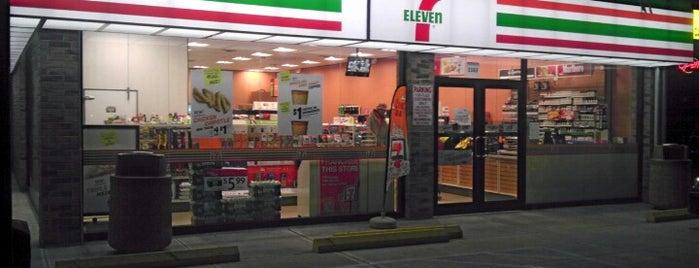 7-Eleven is one of Lugares favoritos de Maurice.