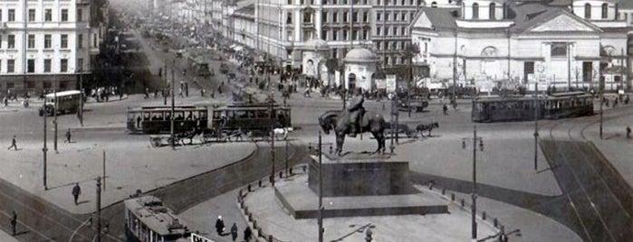 Площадь Восстания is one of Закладки IZI.travel.