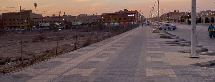 Al Nafal District Walk is one of Queen'in Kaydettiği Mekanlar.