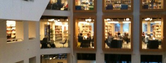 Københavns Hovedbibliotek is one of Lugares favoritos de Helena.