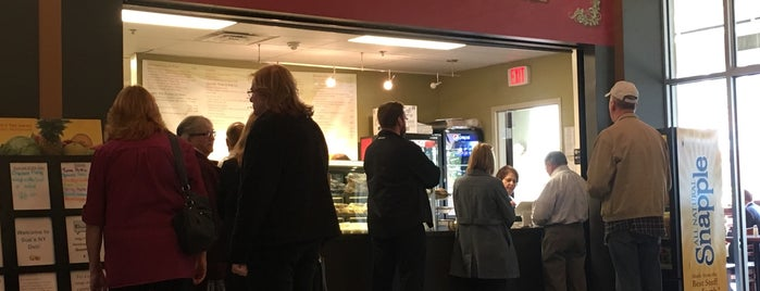 Sue's NY Deli is one of Zacharyさんのお気に入りスポット.