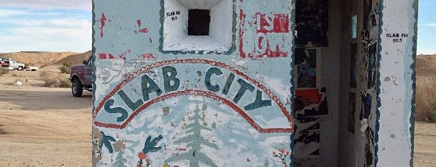 Slab City is one of Lugares favoritos de Mollie.