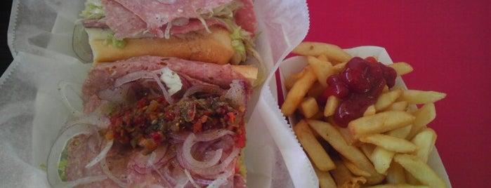 Lee's Hoagie House is one of Placestoeat.