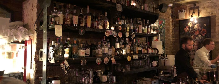 Clarendon Cocktail Cellar is one of Sevgiさんの保存済みスポット.