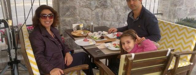 Bi Mekan Coffee & Bakery is one of İzmir'de yeme içme sanatı.