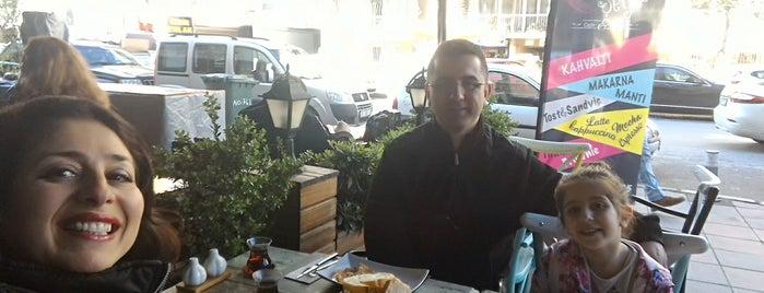 Enfes Şeyler Cafe&Bistro is one of İzmir'de yeme içme sanatı.