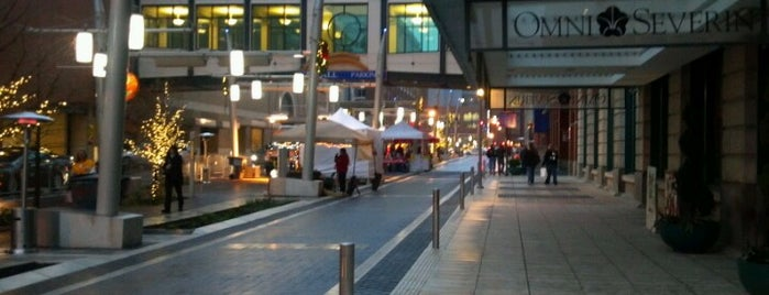 Georgia Street Walkway is one of Jerryさんのお気に入りスポット.