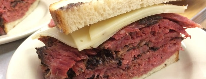 Katz's Delicatessen is one of Posti che sono piaciuti a Sir Chandler.