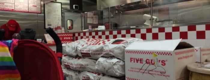 Five Guys is one of Orte, die Sir Chandler gefallen.