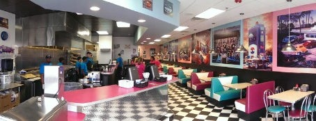 Hwy 55 Burgers, Shakes And Fries is one of Locais curtidos por Joel.
