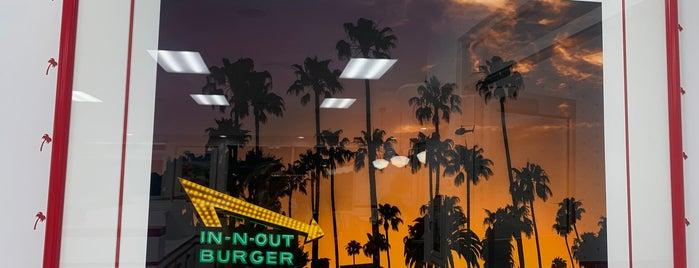 In-N-Out Burger is one of Mo'nun Beğendiği Mekanlar.