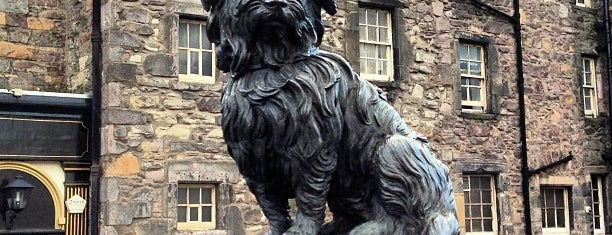 Greyfriars Bobby's Statue is one of Edinburgh mit Mum.