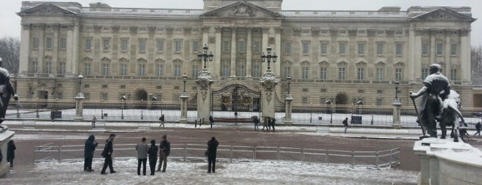 Palacio de Buckingham is one of London Favourite.