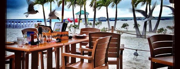 Bongos Beach Bar and Grille is one of Gespeicherte Orte von JENNIFER.
