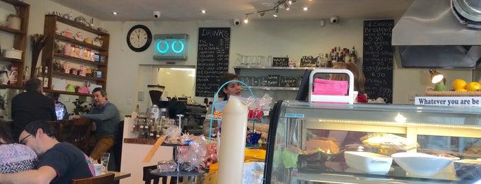 Cafe Buzz is one of Locais curtidos por Carolina.