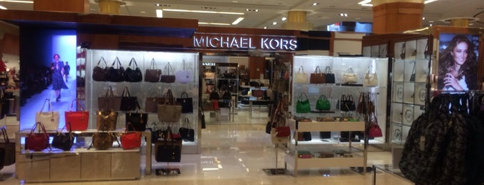 Michael Kors is one of Orte, die Samaher gefallen.