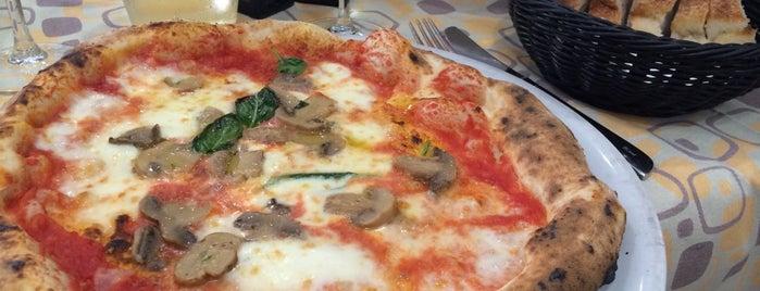 Pizza Margherita is one of Tempat yang Disukai Daniele.