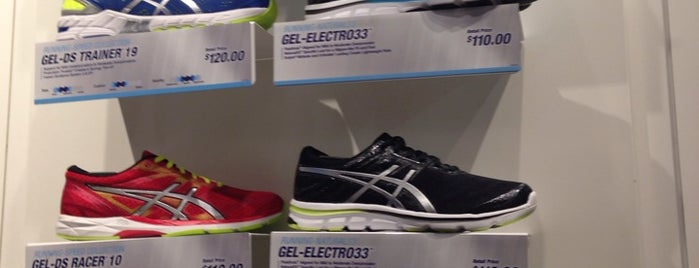 Asics is one of Lugares favoritos de Swen.