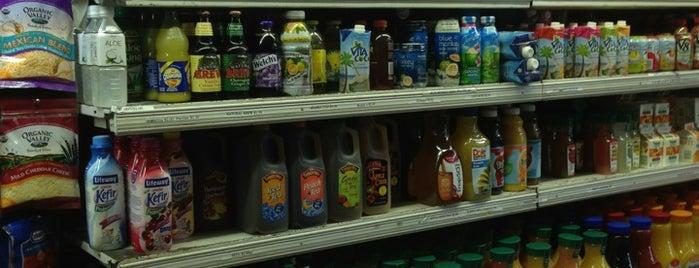E&I Deli & Grocery is one of Helen'in Beğendiği Mekanlar.
