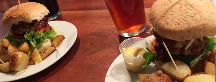 Bier Emporium is one of Locais curtidos por Laila.