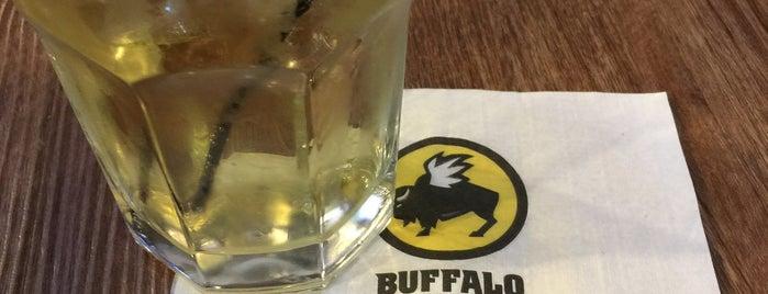 Buffalo Wild Wings is one of Locais curtidos por Alfredo.