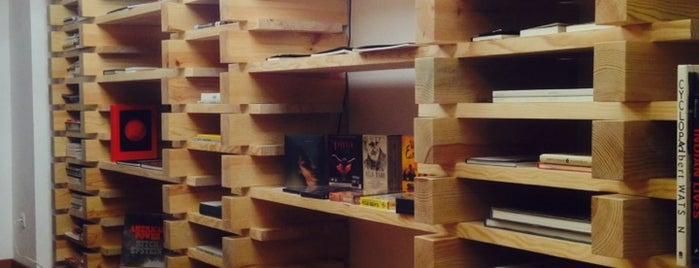 XYZ Bookshop is one of Lissabon.