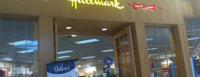 Hallmark is one of Lugares favoritos de Ivy.