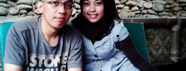 Lembah pinang jaya is one of Foodie women.