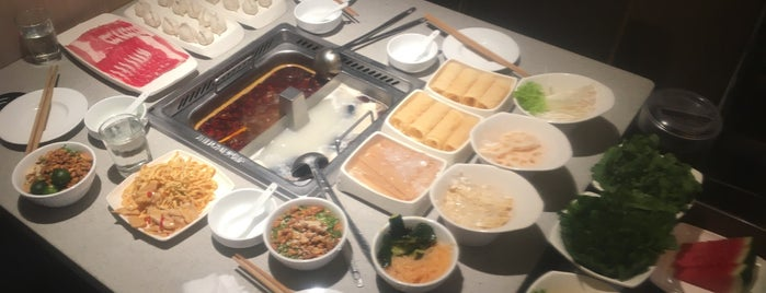 Hai Di Lao Hot Pot is one of สถานที่ที่ C ถูกใจ.