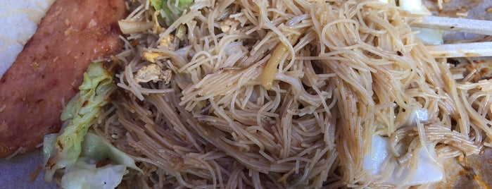 Holland V Fried Bee Hoon is one of Lugares favoritos de Riann.