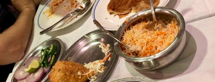 Omar Shariff Authentic Indian Cuisine is one of Lieux sauvegardés par Sumeet.