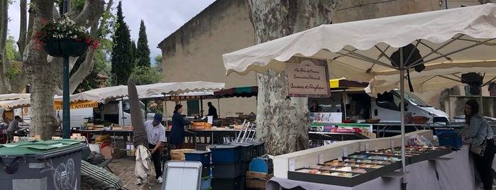 Marché de Cucuron is one of Tempat yang Disukai Riann.