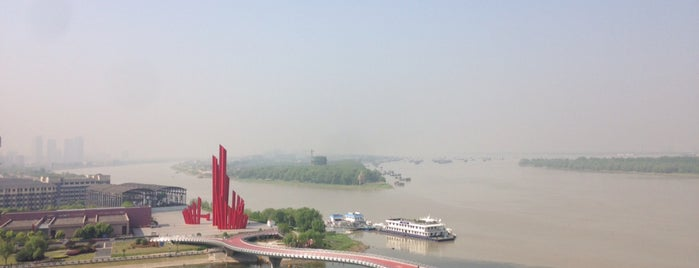 Hilton Nanjing Riverside is one of Lieux qui ont plu à Letty Tunggal.