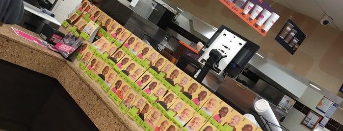 Dunkin' is one of Locais curtidos por Karen.