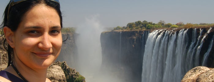 Victoria Falls is one of Zambiya Victoria Selalesi.