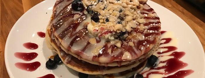 Wildberry Pancakes & Cafe is one of Nikkia J: сохраненные места.
