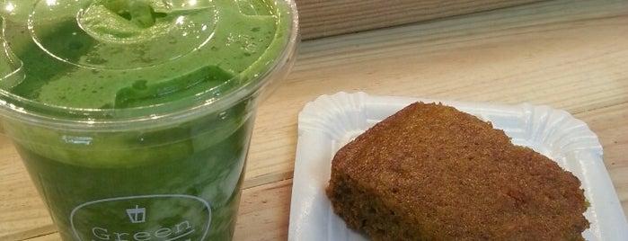 Green Shots is one of Barcelona( завтраки/соки/капкейки/пончики).