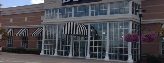 DSW Designer Shoe Warehouse is one of Orte, die Grant gefallen.