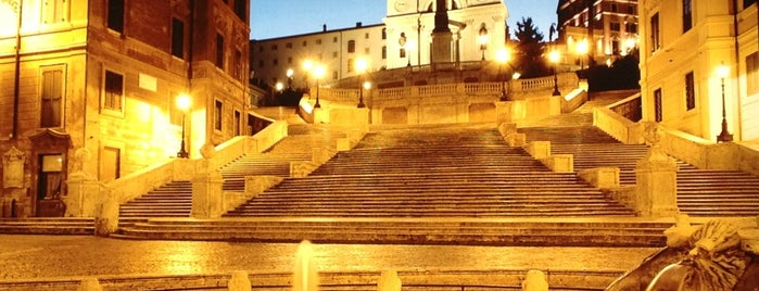 Piazza di Spagna is one of Luci Natalizie.