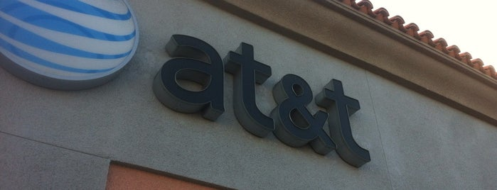 AT&T is one of Lugares favoritos de Omair.