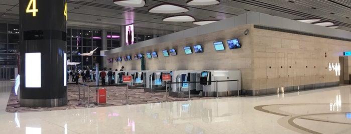 Terminal 4 Departure Hall is one of Tempat yang Disukai Hanna.